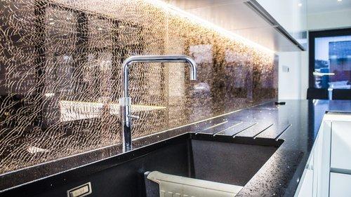 bronze cracked kitchen splashback